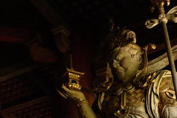 Fototapeta 多聞天立像, 仏像, 寺, 建築, 大仏殿, 東大寺, お寺, 日本, 木造建築, 境内, 旅行, 伝統の, 金堂, 奈良, 仏像彫刻 obraz