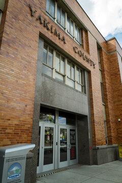 The entrance to the Yakima County Courthouse in Yakima, Washingt