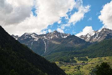 Obraz paesino vallata di montagna lata montagna  - fototapety do salonu