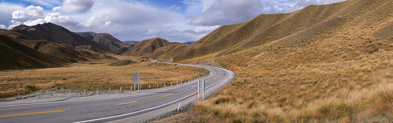 Obraz Panoramic view of the scenic Lindis Pass in New Zealand - fototapety do salonu