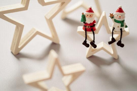 【クリスマス】サンタクロースとスノーマンと星