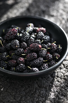 Summer fresh mulberry fruit. Healthy berries with vitamin C and antioxidants. Close-up, macro. fresh mulberry bowl. Mulberry background