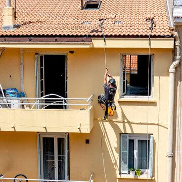 Rénovation extérieure, cordiste