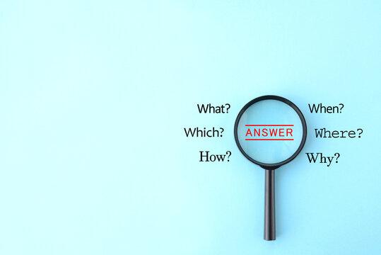 虫眼鏡で答えの発見イメージ