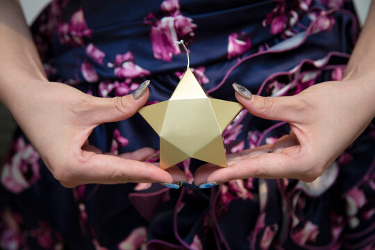 I have a star-shaped petit gift