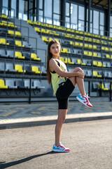 Obraz Fitness young lady doing morning stretching workout - fototapety do salonu