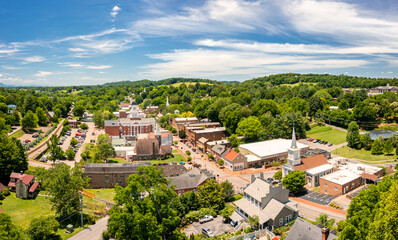 Fototapeta Aerial view of Tennessee's oldest town, Jonesborough. Jonesborough was founded in 1779 and it was the capital for the failed 14th State of the US, known as the State of Franklin obraz