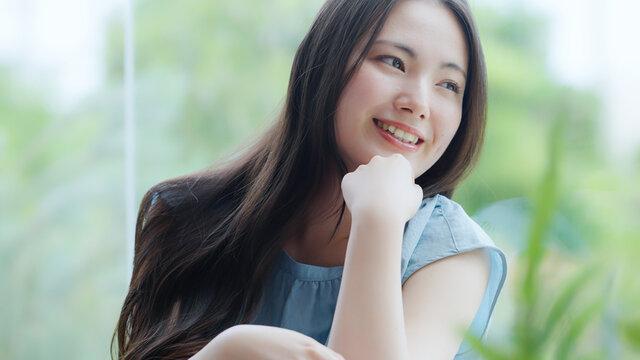 若い女性・夏・美容・ビューティー