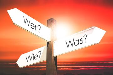 Obraz Wer? Was? Wie? (German)/ Who? What? How? (English) - signpost with three arrows - fototapety do salonu
