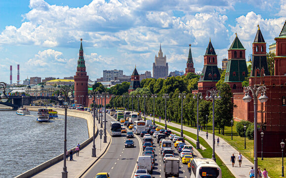 Kremlin Embankment filled with cars during rush hour