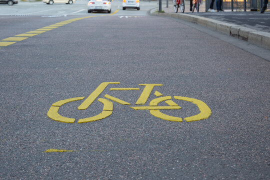 Gelbe Kennzeichnung Fahrradweg