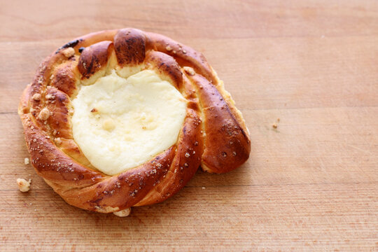 Sweet roll with cottage cheese.