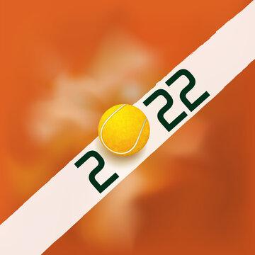 Carte de vœux sur le thème du tennis pour l'année 2022, montrant une balle frappant une ligne blanche d'un terrain en terre battue.