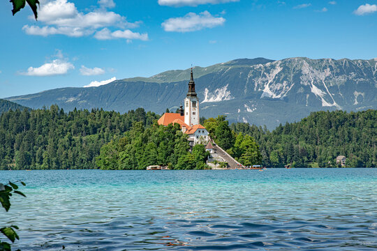 Slowenien Sommer 2021 See Kirche Turm Insel Natur Panorama