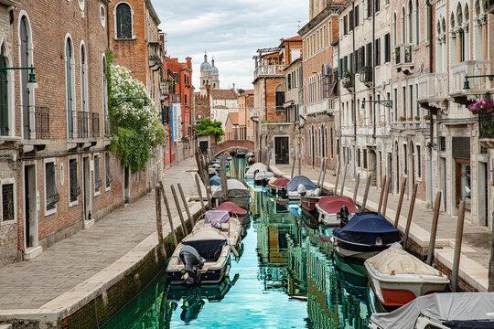 Venedig Italien Kanal Sommer 2021 Boote Seitenarm Wasserspiegelung