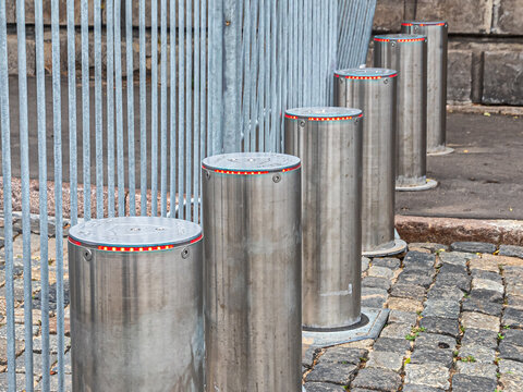 Metal mobile fences and automatic retractable bollards
