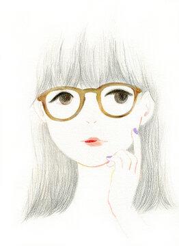色鉛筆で描かれた、柔らかくてラフな、眼鏡をかけた女性のアナログイラスト