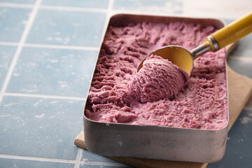Fototapeta Yummy pink gelato in container with spoon obraz