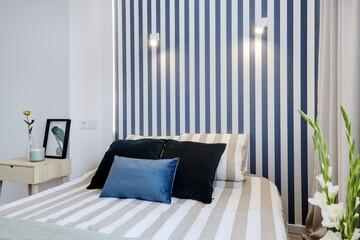 Fototapeta Przytulna sypialnia w komfortowym mieszkaniu obraz