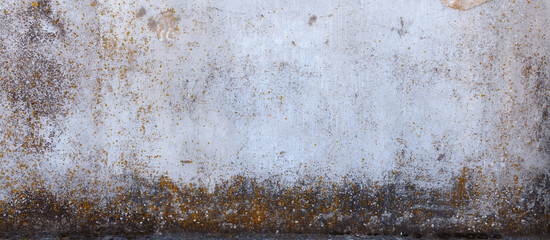 Stara ściana muru z teksturą  pęknięć z brązowym nalot,em.