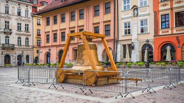 Replika Dzwonu Zygmunta na Małym Rynku w Krakowie