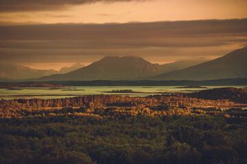 Panoramische schilderachtige wildernis van het Nordland, Noorwegen