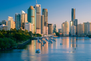 Fototapeta Brisbane city buildings and river seen in early morning light from Kangaroo Point. Brisbane is the state capital of Queensland, Australia. obraz