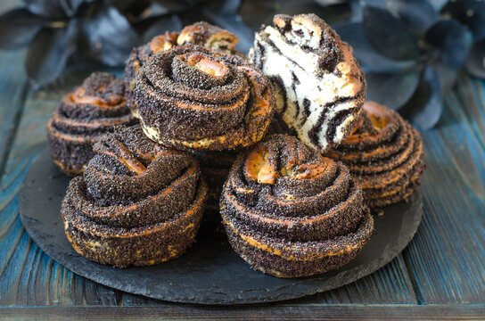 Puff buns with poppy seeds and sugar