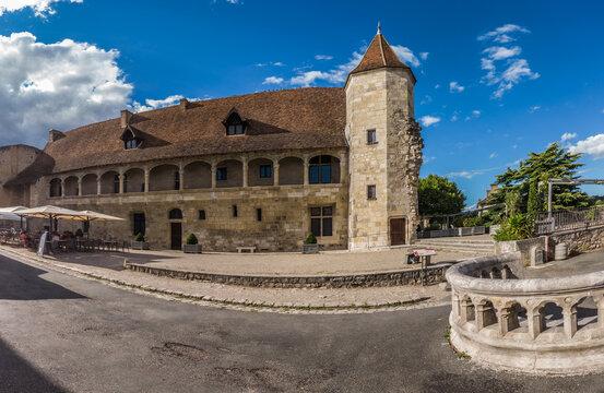 Nérac (Lot et Garonne, France) - Vue panoramique du château musée Henri IV, cour de la maison d'Albret
