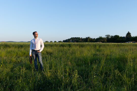 Makler sucht für Besitzer Grundstück für Hausbau