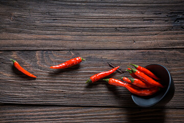 Rode en hete chilipepers. Pittig klassiek kruid.