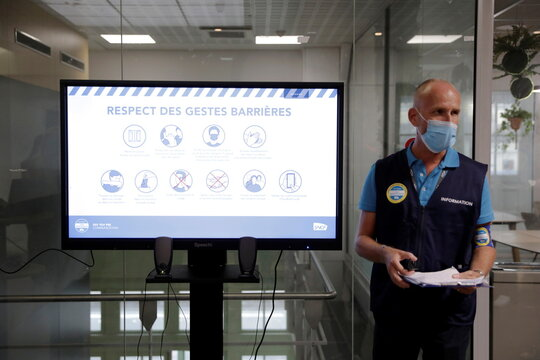 French minister visits railway station over health pass checks