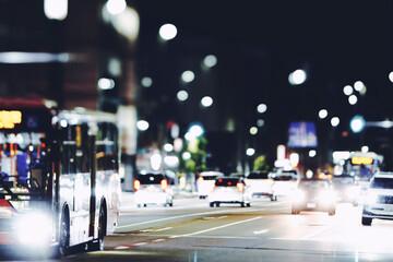 夜の交通とぼかしイメージ