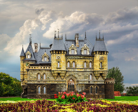 Tourist center Castle Garibaldi in the village Hryaschevka near the city of Togliatti