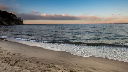 piękne morze o wschodzi i zachodzie słońca