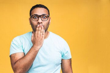 Fototapeta Surprised amazed african american indian man guy in casual isolated over yellow background studio portrait. People lifestyle concept. Mock up copy space. Keeping mouth open. obraz