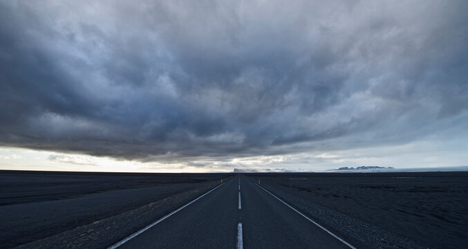 the No 1 road leading to the west over the Skeidarasandur wasteland