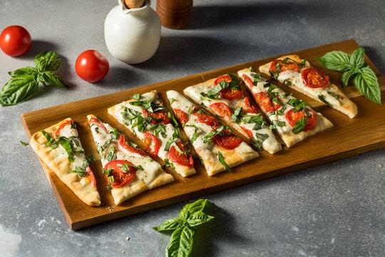 Homemade Healthy Margherita Flatbread PIzza