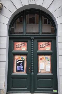 """Das Augsburger Puppentheatermuseum """"die Kiste"""" feierte am 6. Oktober 2021 den 20. Geburtstag. Dort können im Heilig-Geist-Spital die weltberühmten Marionetten besichtigt werden.  Augsburg, 6.10.2021"""