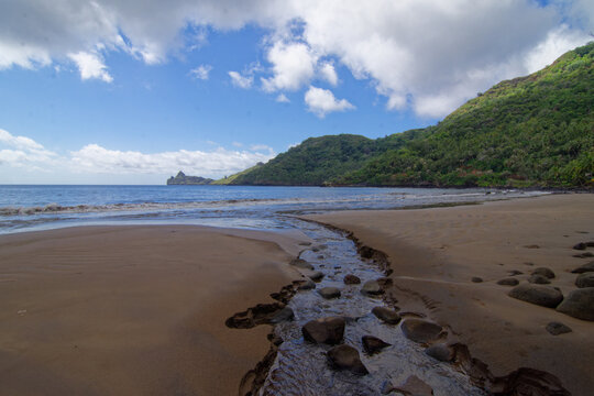 plage de Hatiheu- iles marquises - polynesie francaise