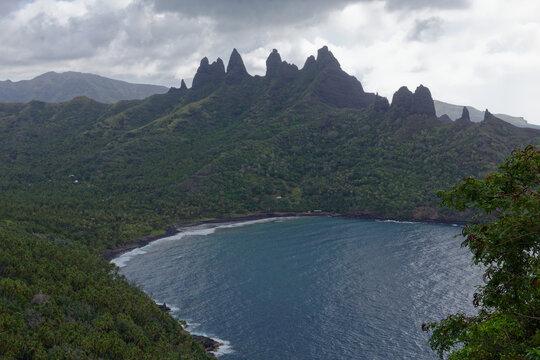 pics et montagnes de Aakapa - nuku hiva - iles marquises - polynesie francaise