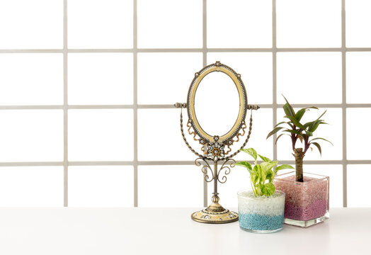 窓とテーブルの室内イメージ