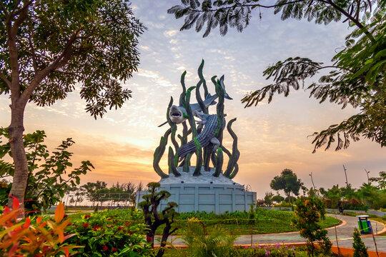 The biggest Shark and Crocodile statue in the city of Surabaya, Sharks and Crocodiles are symbols of the city of Surabaya.