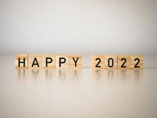Happy 2022 - nowy rok, napis na drewnianych kostkach