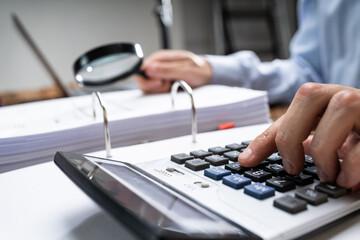 Obraz Fraud Investigation Tax Auditor Inspecting Business - fototapety do salonu