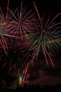 Allassac (Corrèze, France) - Feu d'artifice de la fête annuelle du village tiré depuis le stade du Colombier