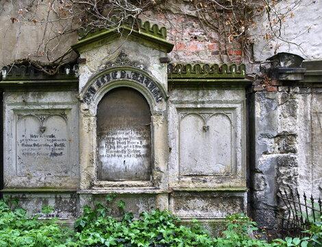 Antike Grabstätten auf dem Neustädter Friedhof