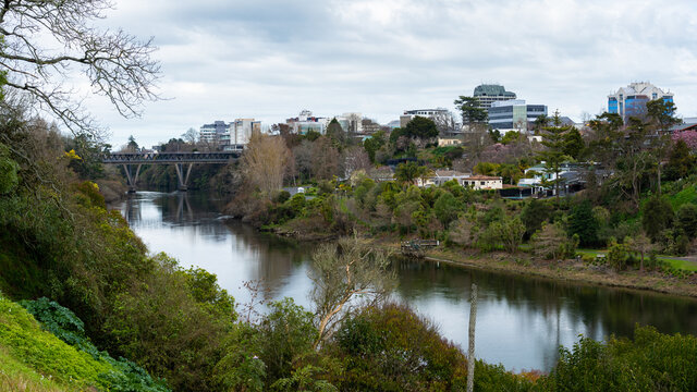 Central Hamilton with the Waikato River in the foreground