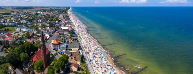 Obraz Główna plaża przy promenadzie w miejscowości Sarbinowo - fototapety do salonu