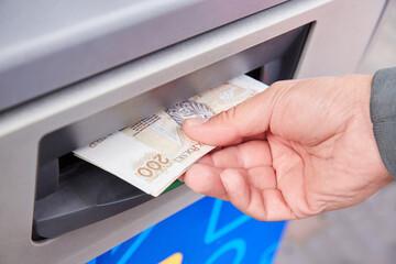 Wypłata w bancomacie